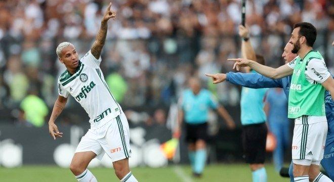 0573e6eb4 Deyverson fez o gol da vitória que deu o título brasileiro ao Palmeiras.  Foto  Ricardo Moraes Reuters – 25.11.2018